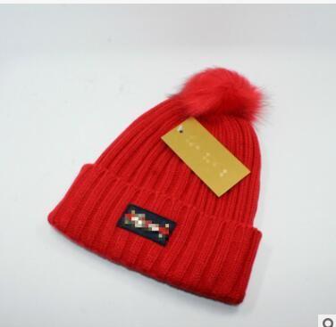 a820bb41f34 2018 Unisex Winter Brand Fashion Classc Women Knitted Hat Men ...