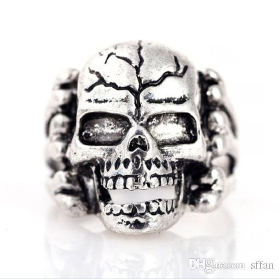 Toptan 30 adet / grup Vintage Spor erkek Gotik Kafatası Yüzükler Metal Kaya Takı Karışık Stilleri 18-22mm Renk: Gümüş