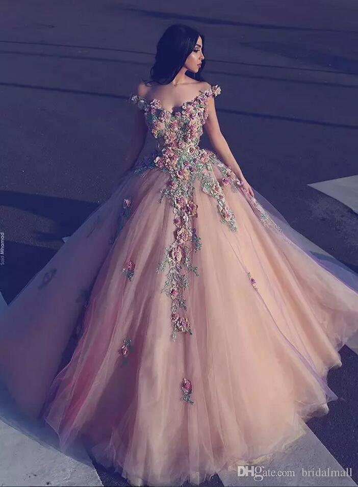 2018 Beaded Flowers Ball Gown Arabiska Aftonklänningar Fullständig längd Off-Shoulder Formell Party Gown 3D Floral Appliqued Tulle Evening Prom Crows