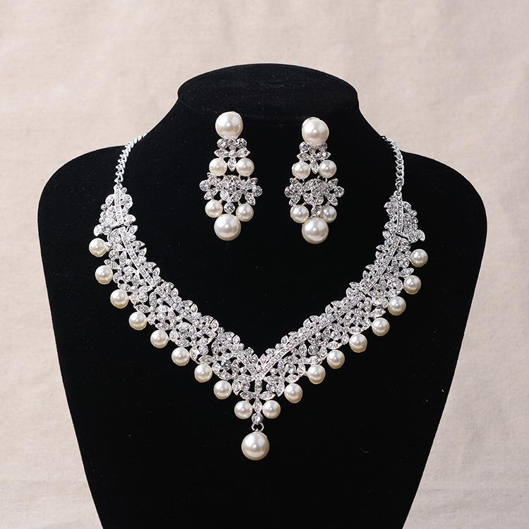 a2c93f6716 2019 Silver Flower Crystal Pearl Bridal Jeweelry Sets Fashion Rhinestone Choker  Necklace Earrings Set Wedding Jewelry Set Accessories From Junemay, ...