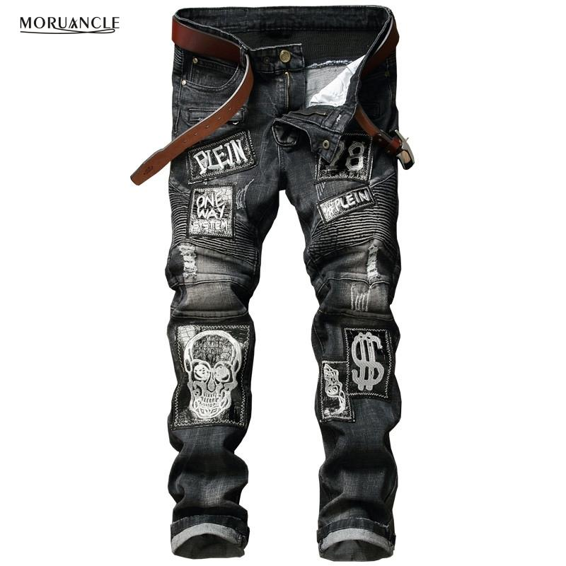 7feee48b67 Compre Hi Street Para Hombre Angustiados Biker Jeans Skull Patchwork Moda  Plisada Ripped Denim Joggers Negros Slim Fit Pantalones Con Parches S913 A   49.33 ...