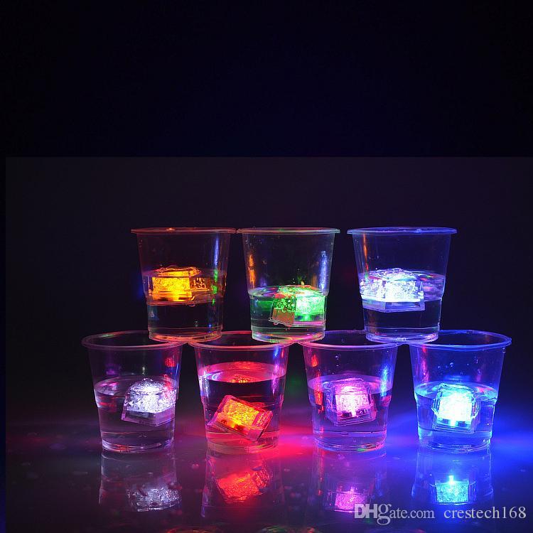 RGB LED piscando luzes cubo de gelo Submersível Líquido Sensor de Água LEVOU Luz para o Clube de Festa de Casamento Champagne Torre de Natal festivo
