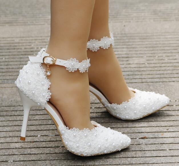 f220cb8ae977d Compre 2018 Moda Rosa Blanco Encaje Perla Flor Zapatos De La Boda Una  Palabra Pulsera De La Novia Zapatos De Tacón Fino Vestido De Boda Sandalias  De Gran ...