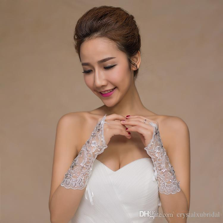 2018 Kısa Dantel Gelin Gelin Eldiven Düğün Eldiven Boncuklu Kristaller Düğün Aksesuarları Dantel Eldiven Gelinler için Parmaksız Altında Dirsek Uzunluğu