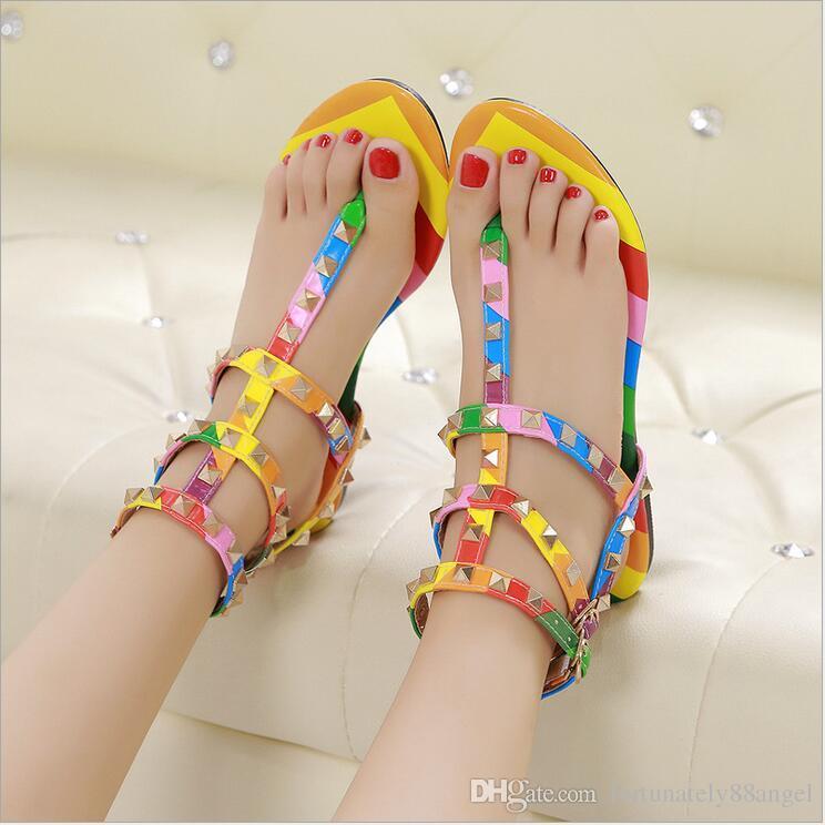 Colorées Femmes Plates Sandales À Rivets La Chaussures Pour Avec Sandalia Été Ouvert Bout Gratuite Mode Boucle Feminina Livraison WQBoECedxr