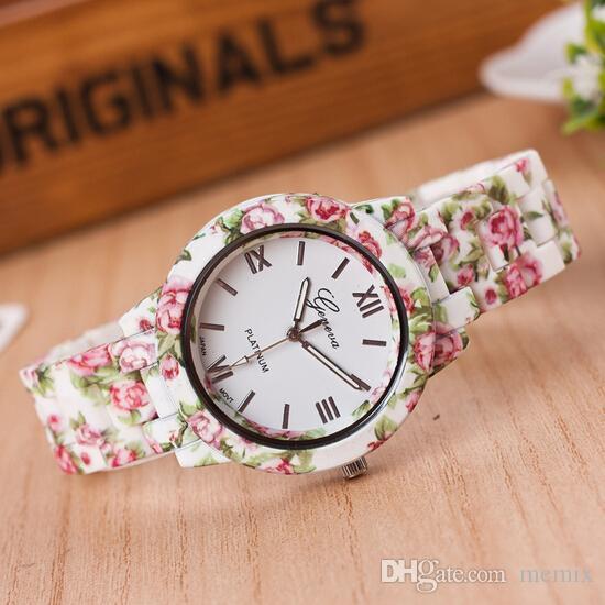 8a23483d4c17 Compre Nuevo Diseño De Moda Patrón De Flores Banda De Plástico Reloj De  Cuarzo Venta Caliente Vestido De Las Mujeres Reloj De Pulsera Reloj Relogio  Feminino ...