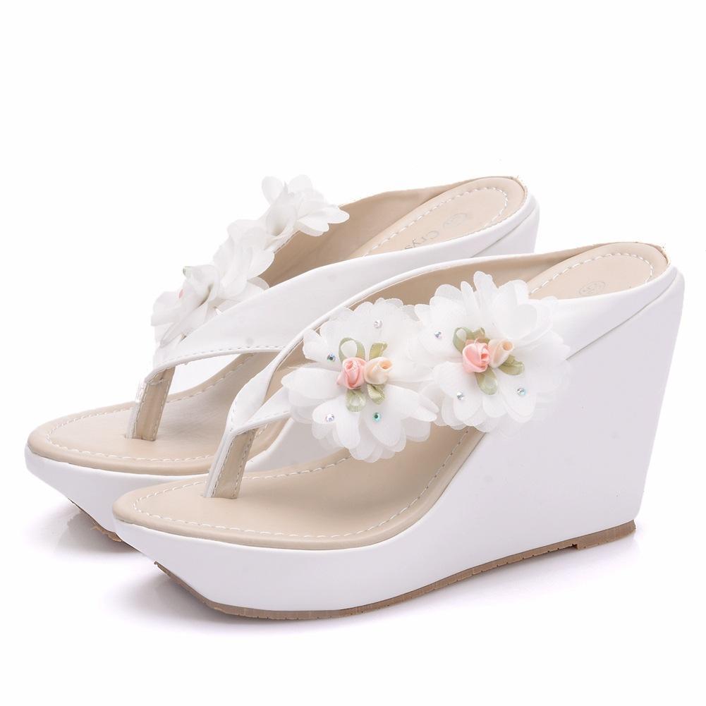 06222190acb97 Compre Nuevo Estilo Bohemio Zapatillas De Playa Para Mujer Flores Tacones  De Cuña Plataforma De Moda Rebordear Zapatos De Boda Sandalias Tallas  Grandes ...