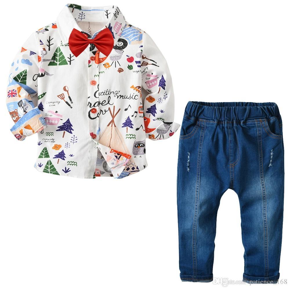 e48cd1bc4374 Compre Conjuntos De Niños 2018 Nuevos Estilos De Otoño Los Niños Del Bebé  Lindo Bowtie Rojo De Dibujos Animados Camisa De Manga Larga + Pantalones De  ...