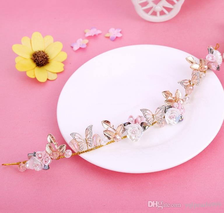 Невесты, цветы, бабочки, цветы, свадебные украшения, свежие и милые подружки невесты головные уборы.