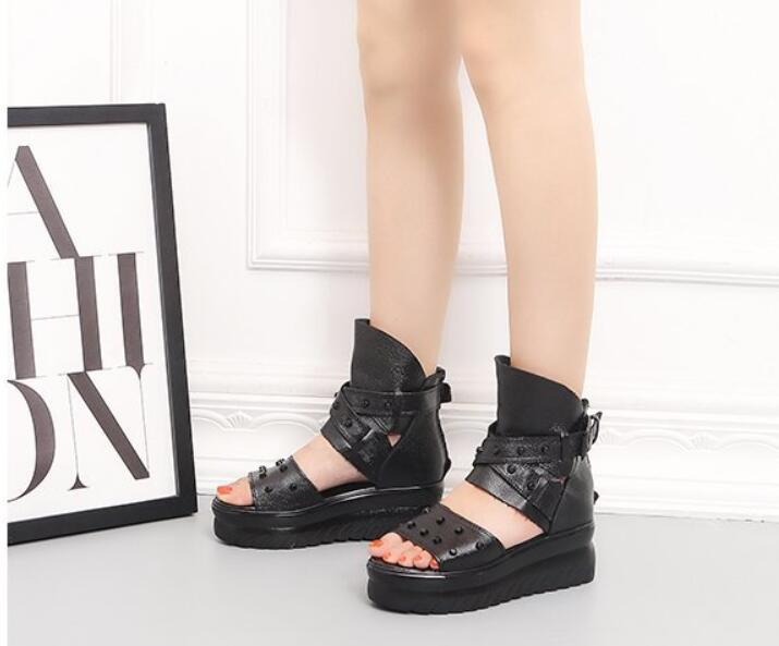 frete grátis Slideshow das mulheres sandálias de verão chinelos de água botas de praia Slides de couro plataformas de grosso Muffins Muffins