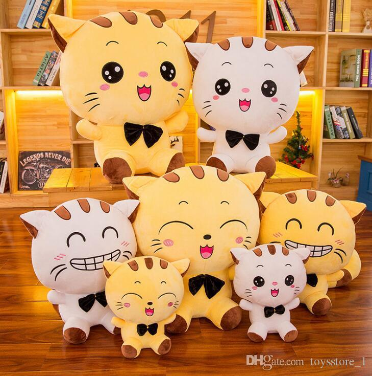 Dorimytrader Pop Lovely Cartoon Big Fat Face Cat Plush Doll Animals Toys Soft Stuffed Anime Cats with Bells Toy Gift for Kids DY61685