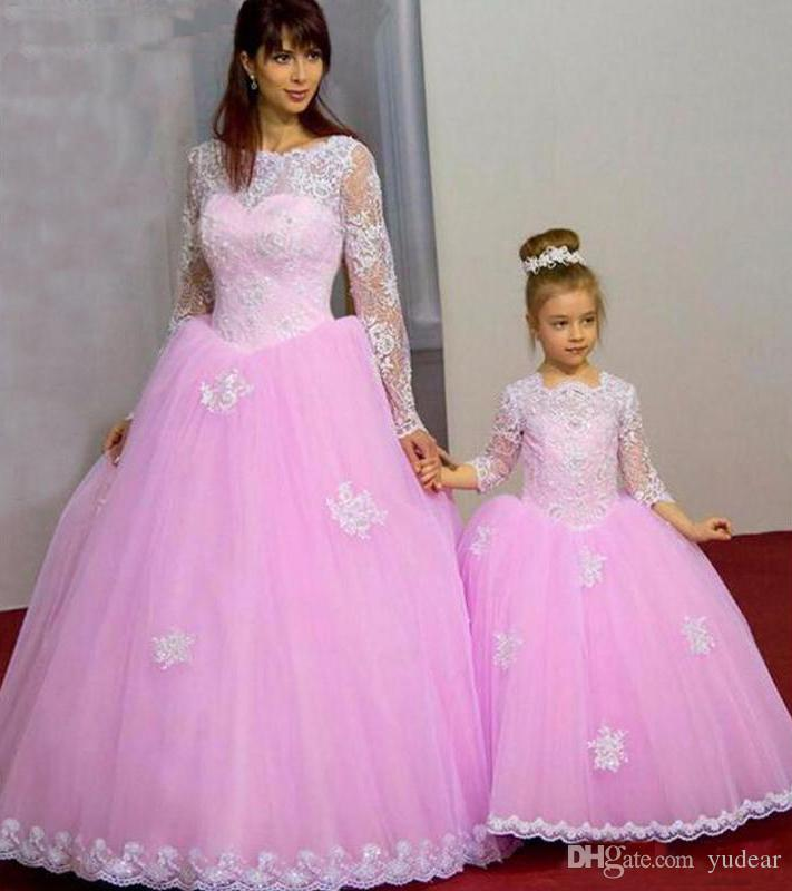 2019 Charming Mother and Daughter Matching Ball Gown Prom Dresses Soft White Lace Border Long Sleeves Illusion Evening Party Dresses