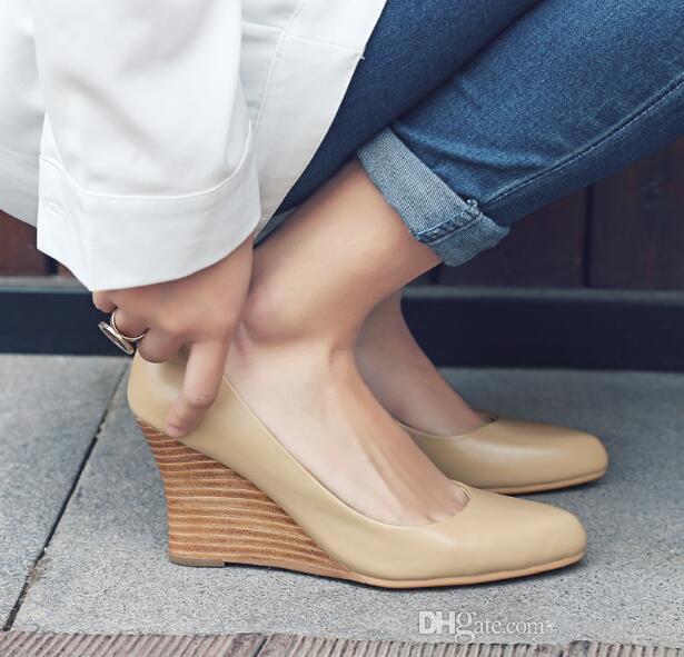 47f01ed07927 Venta caliente 2018 Primavera Sexy Madera Grano Cuña Talón Señora Bombas  Vestido de Fiesta Shallow Tacón Alto de Las Mujeres Zapatos de Oficina de  ...