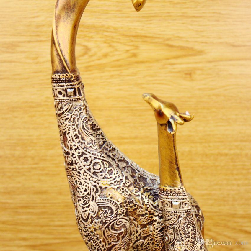 Luxury Art Crafts Christmas Polyresin Giraffe Statue Animal Figure Continental/Resin Ornaments Giraffe Crafts Gift for Friends