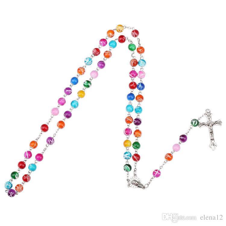 2018 Colgante de Rosario de cuentas de arcilla polimérica colorida Collar de aleación Cruz de la Virgen María Centros de mesa Joyería religiosa católica cristiana 162670