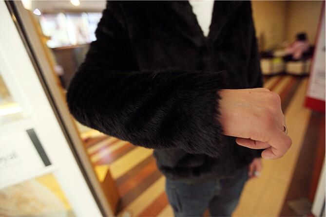 Горячее надувательство 2017 Зима новая кожа трава пальто мужской череп шаблон элегантный балахон искусственного меха пальто уютный черный кролик меховая куртка