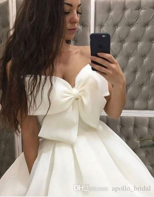2019 Simple Prom Dresses Ball Gown Strapless Floor Length Evening Gowns With Bow Organza Backless Party Gowns