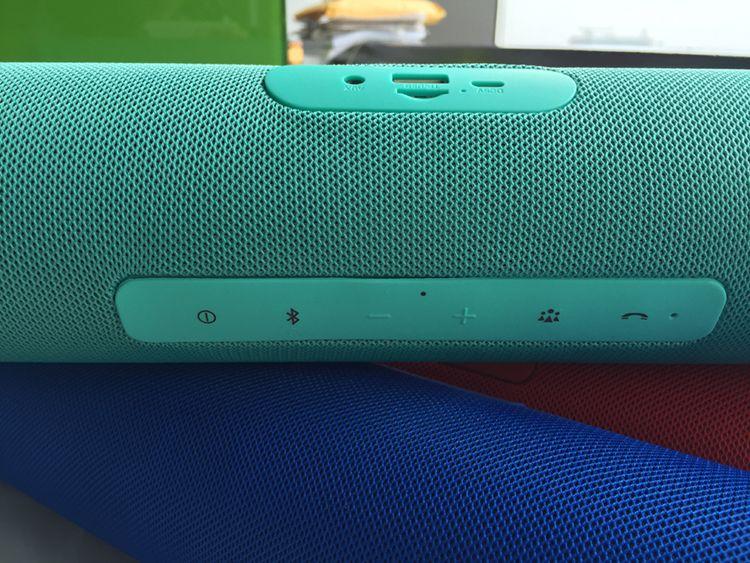 Markalı Şarj Splashproof Taşınabilir Bluetooth Hoparlör Şarj Edilebilir Pil Hoparlör perakende kutusu ile Mavi Yeşil Kırmızı