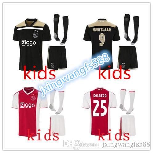 Compre Qualidade Superior 2018 2019 Ajax FC Camisas De Futebol Crianças  Kits + Meias 18 19 Camisa ZIYECH TADIC HUNTELAAR DOLBERG SCHONE Camisas De  Futebol ... ed141eb084c02