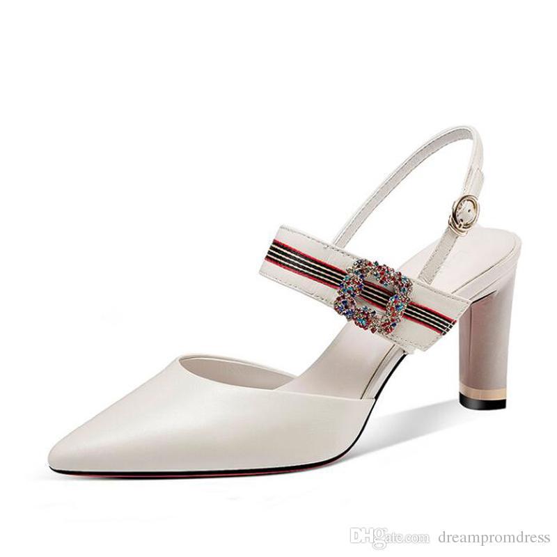 ef35782bc73bc Compre Sandalias De Diseñador De Las Mujeres Tacones Altos 2018 Zapatos De  Cristal Nupcial De Verano Zapatos De Boda De Cuero Blanco Para La Novia  Envío ...