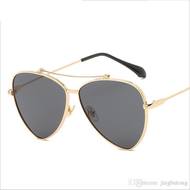 Compre Moda Pequeno Quadro De Olhos De Gato Óculos De Sol Das Mulheres  Designer De Marca De Luxo Do Vintage Triangular Óculos De Sol Lente De  Metal Armação ... 19ca8d381b