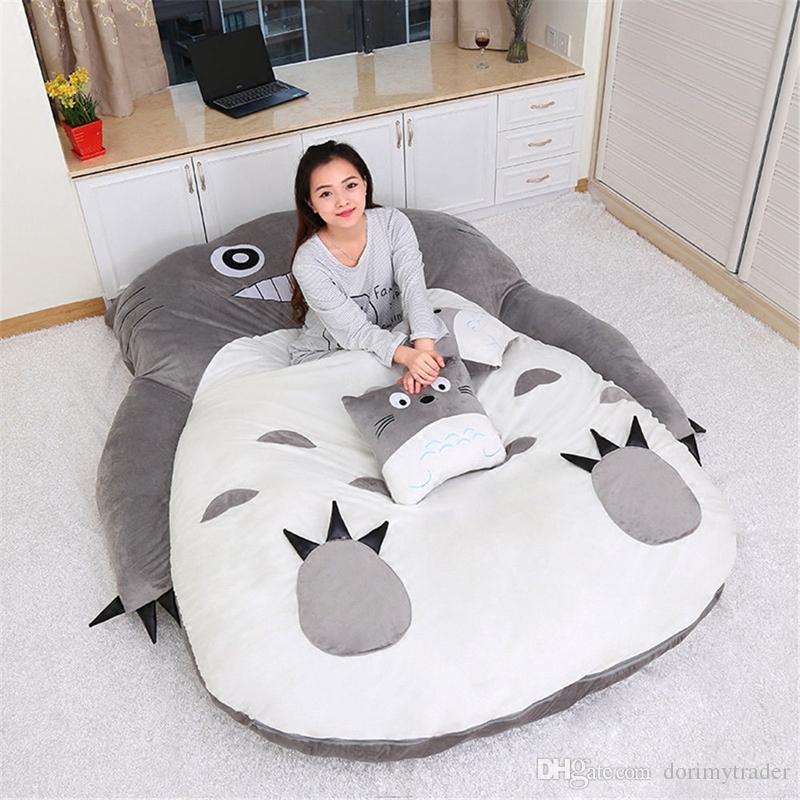 Dorimytrader Anime Totoro Schlafsack weicher Plüsch Große Karikatur Totoro Schlafsofa Tatami Sitzsack für Kinder Geschenk Raumdekoration DY50224