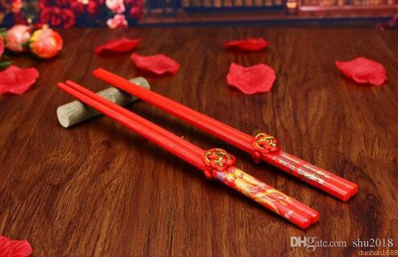 Classic Design Wood Chinese Red Chopsticks Double Happiness And Dragon Wedding Chopsticks Favor With Gift Bag