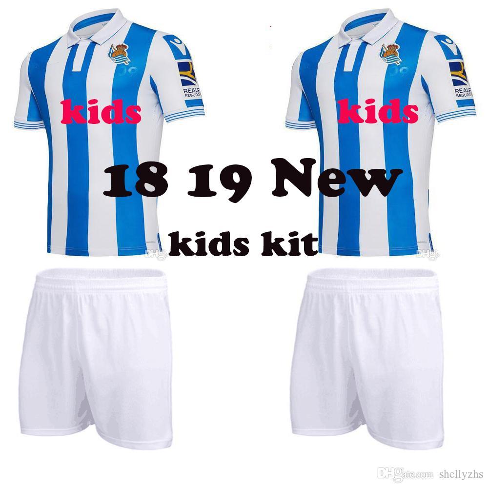 Equipación Para Niños 2018 2019 La Liga Real Sociedad Jersey 18 19 Royal  Society Home Azul Camisetas De Fútbol XABI JUANMI PRIETO Camisetas De Fútbol  Por ... 9f8beffc5159c