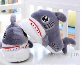 399ce77feaae48 Atacado bonito dos desenhos animados tubarão chinelos de algodão no inverno  feminino anti derrapante fundo grosso quente e plush algodão doméstico ...