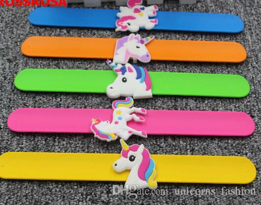 Braccialetti in silicone unicorno Polsino Bomboniere feste di compleanno Forniture Bambini Ragazze Emoticon Giocattoli Premi Regali Cinturino in elastico CNY267