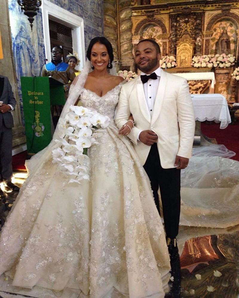 2018 lujo 3D flores apliques vestidos de novia fuera del hombro cuentas de cristal princesa vestidos de novia larga catedral tren vestidos largos