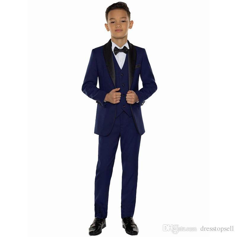 b93224585 Compre Blue Boys Trajes Para Bodas Fiesta De Graduación Trajes De Niño  Vestido Formal Para Niños Niño Tuxedo Ropa De Niños Blazer Chaqueta +  Pantalones + ...