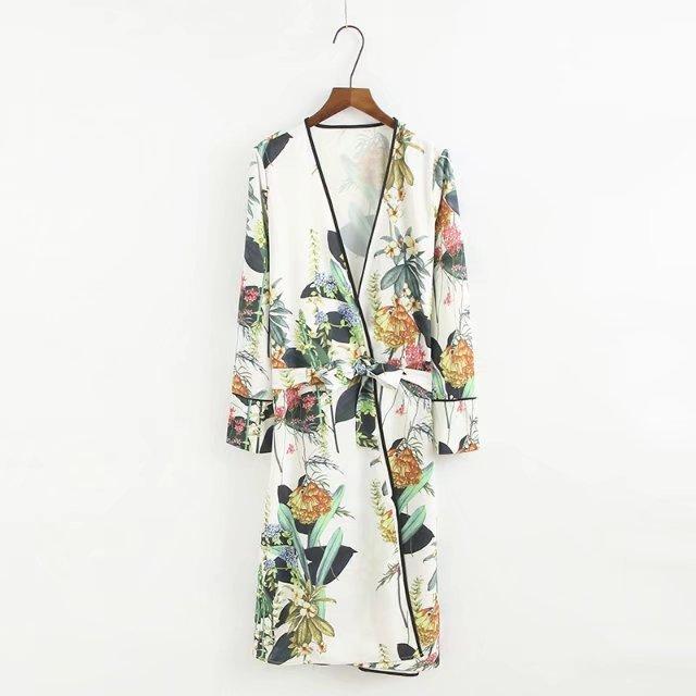 2019 2018 Autumn New Large Floral Lady Robe Sexy Print Bathrobe Long Kimono  Robe Women White Fashion Dressing Gown Female From Xiayuhe fa81c3c35