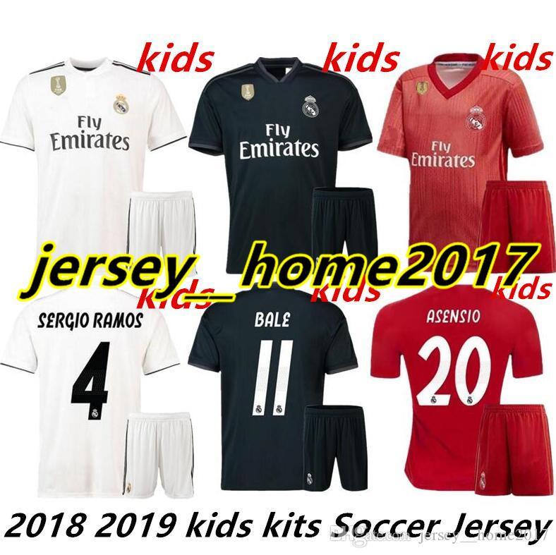 c5d652b0a2 Compre 2018 2019 Real Madrid Crianças Kits De Camisas De Futebol Meninos  Criança 18 19 ASENSIO RAMOS BALE ISCO MODRIC Benzema Camiseta Terceiro Kit  De ...