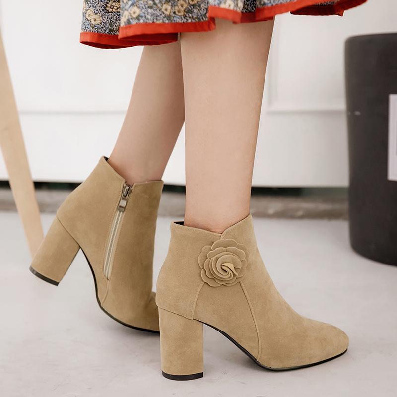 big sale 17380 02710 Frauen Ankle Boots Frau Winter Schuhe Größe 34-43 High Square Heels  Reißverschluss Blume PU oberen kurzen Plüsch 2018 neues Design SB141