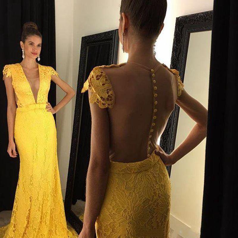 2020 Nouveau jaune dentelle robes de soirée Robes de bal Sheer Retour Bouton Covered balayage train Personnalisées fête officielle Robes Livraison gratuite