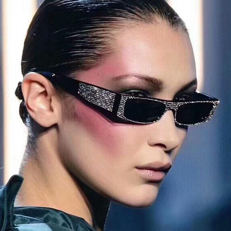 Compre 2018 Luxo Italiano Marca Óculos De Sol Das Mulheres De Cristal  Quadrado Óculos De Sol Espelho Retro Full Star Óculos De Sol Feminino Preto  Cinza ... 7e4e7ae2e3