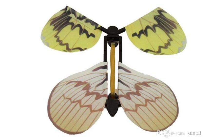 Kreativer eben magischer Schmetterlingsfliegenschmetterlingswechsel mit leeren Handfreiheitsschmetterlingszauberrequisiten Zaubertricks