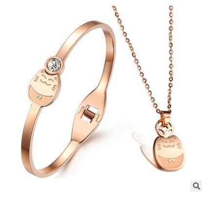 72598759dc6b Envío gratis precio de muestra collar de oro rosa brazaletes de las mujeres  collares y pulseras de acero inoxidable accesorios de moda joyas