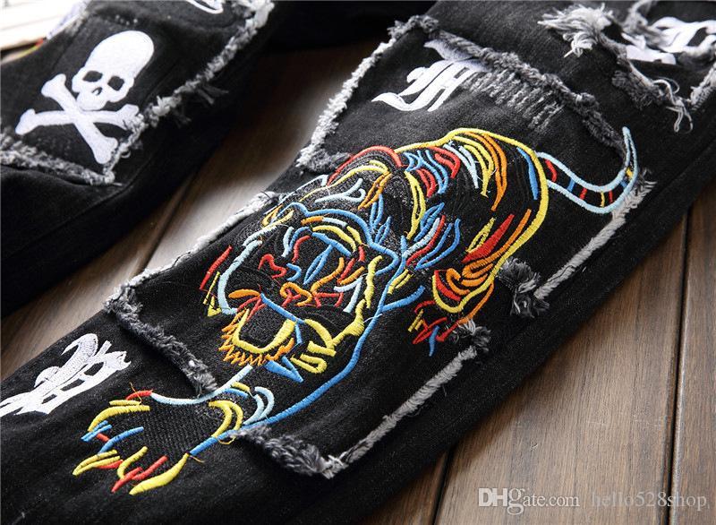 Yeni Moda Yıkanmış Yıpranmış Işlemeli Kaplan Kafatası Rozeti Yamalar Mens Öz-Yetiştirme Düz Pantolon Kot Sıska