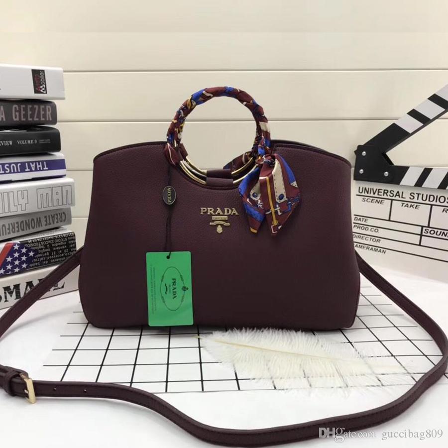 2d374575ab98 Großhandel Neue Design Frau Designer Taschen Luxus Hohe Qualität Gefälschte  Designer Handtaschen Kuh Leder Leder Reisetasche Weibliche Größe  32 Cm    22 Cm ...