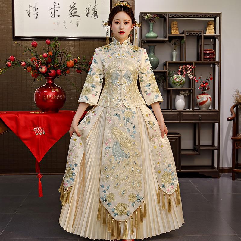 d02d0a073 Compre Beige Satén Bordado Cheongsam Vintage Chino Qipao Largo Vestido  Vestido Tradicional Oriental Vestidos Chinois Vestido De Novia A  199.88  Del Mujing ...