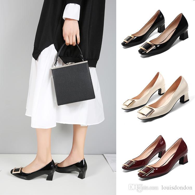 f79be95226dd2 2018 Stilvolle Square Metall verzierte Lackleder Schwarz Burgundy Chunky  Heels Damen Pumps Slip-on Office Schuhe für Frauen
