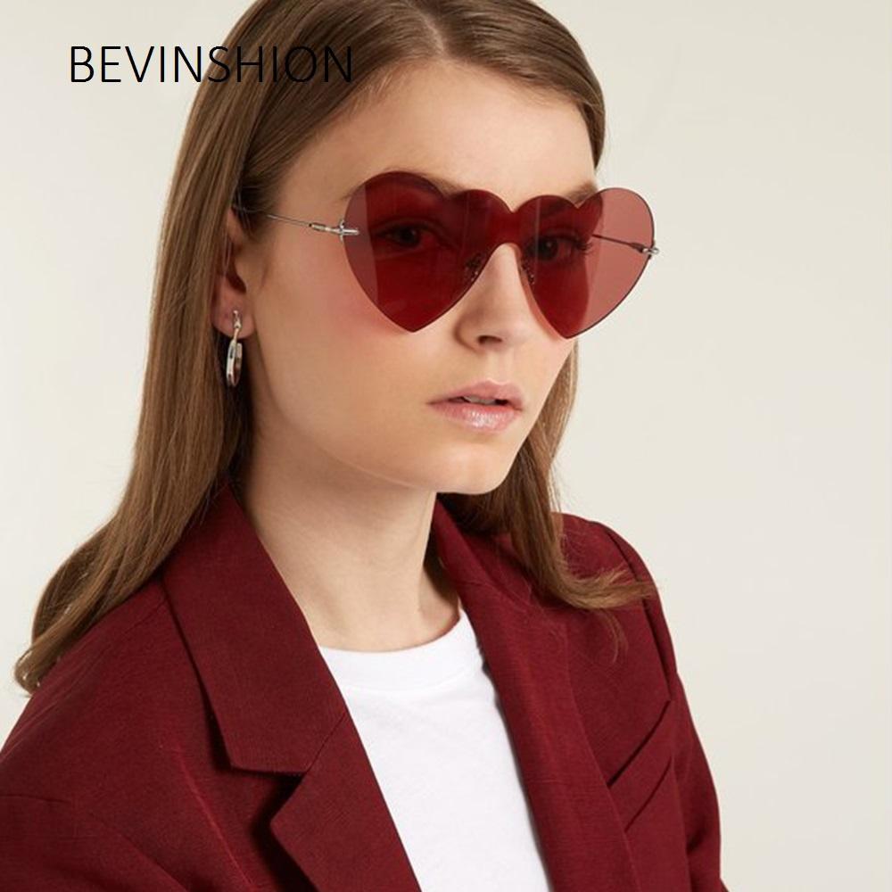Compre Sexy Bonito Coração Rosa Óculos De Sol Das Mulheres Do Vintage  Vermelho Um Pedaços De Grandes Dimensões Forma De Amor Sem Aro Óculos Marca  De Moda ... 610f2a6e66
