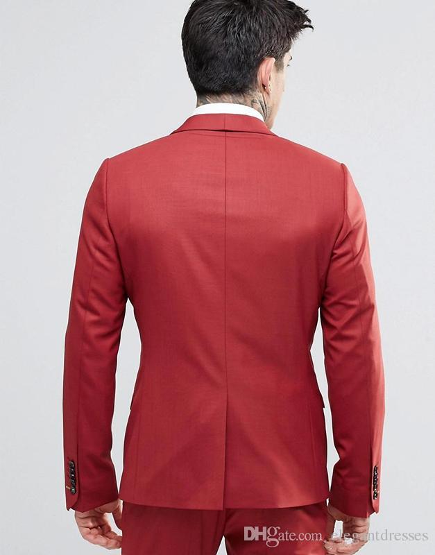 2018 Vintage Groom Red Tuxedos Scialle Risvolto con un bottone Tre tasche Abiti da sposo Estremamente cool Abiti da uomo giacca + pantaloni + gilet