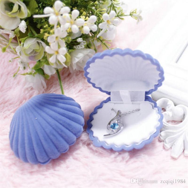 Scatole di forma di Shell di colore della caramella Scatole di fidanzamento di cerimonia nuziale Anello Orecchini di anello Regalo di velluto Scatola di presentazione di gioielli Caso di collana Hotsale