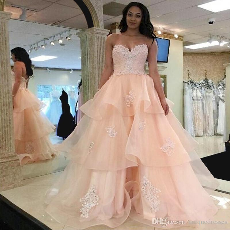 Querida Peach Pink Long Prom Vestidos de Festa Apliques de Renda Frisado Em Camadas de Organza Vestido Quinceanera Vestido Ocasião Formal