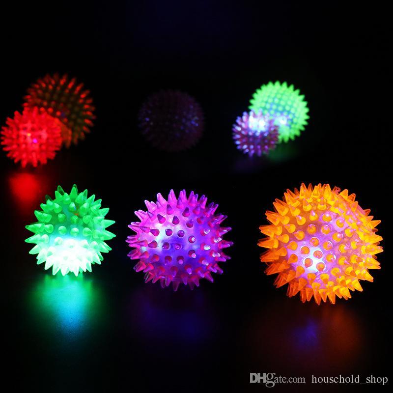 2018 Vente chaude en caoutchouc souple flash balle Pet Hedgehog Bouncing Ball flash ball Barbed Flash LED Interactive Pet Toys DHL
