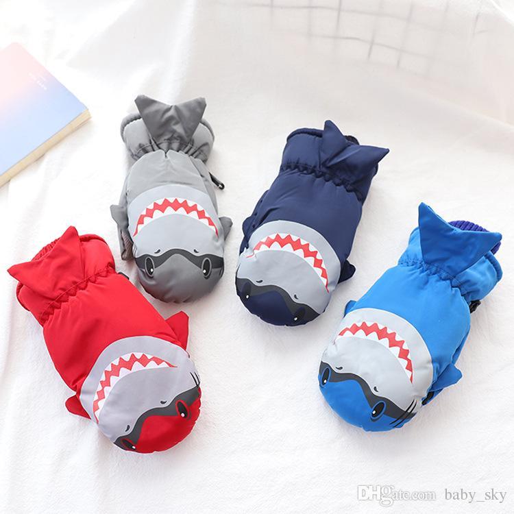 Compre Luvas Das Crianças Luvas De Esqui Inverno Quente Meninos Meninas  Bonito Luvas De Tubarão Moda Mix Cor Crianças Presente Perfeito De  Baby sky f087e632cc0