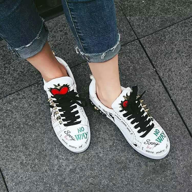 النساء كتابات المسامير عارضة أحذية رياضية الشقق المدرج الإناث المدربين حذاء رياضة جلد طبيعي أحذية رياضية سيدة الخريف الخريف المتسكعون